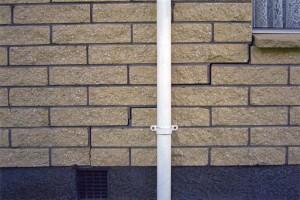 cracked-brickwork-stepped-diagonal-cracks